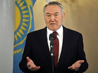 나자르 바 예프 (Nazarbayev)는 서부와 동부 사이의 중개자가 될 수있다.