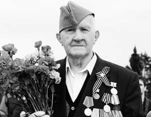 재향 군인은 나치로부터 헤르 손 해방의 70 기념일을 축하했다.