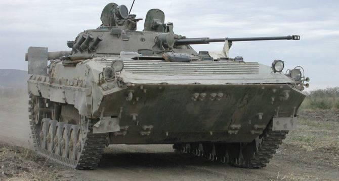 乌克兰村的居民不允许用装甲车卸下火车