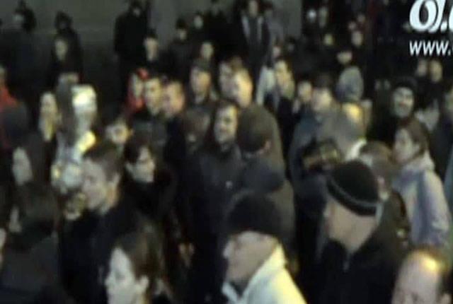 Odessa: SBU binasının dışındaki gece mitingi, Maidan karşıtı aktivistin serbest bırakılmasını talep ediyor