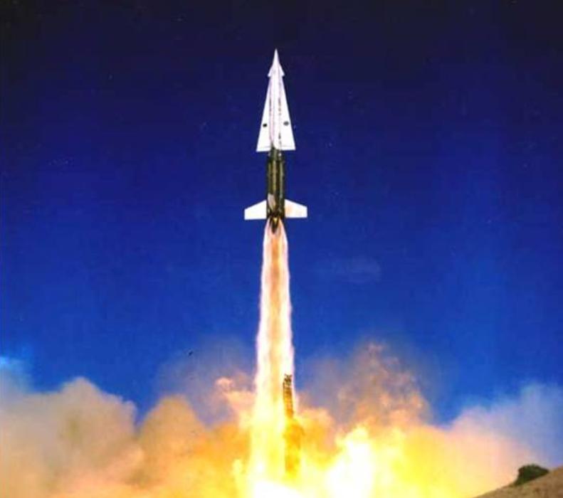 """アメリカの対空ミサイルシステムMIM-14 """"Nike-Hercules"""""""