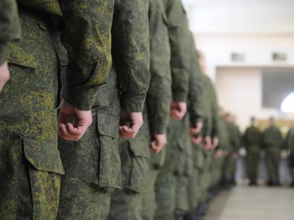 रूसी संघ के सशस्त्र बलों में कर्मियों की नीति पर