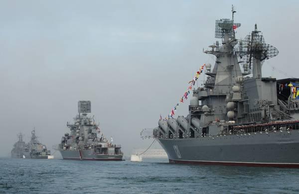 クリミア半島は軍事装備と人員の受け入れを始めました