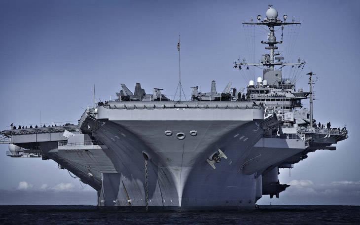 "Aircraft carrier ""George Bush"""