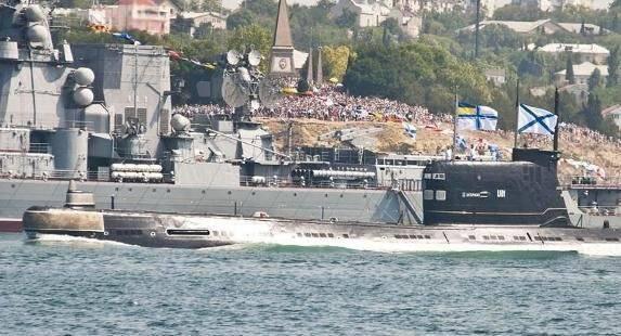 ウクライナ海軍の船がセントアンドリューの旗を掲げたもの(写真レビュー)