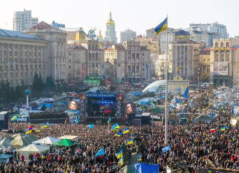 """""""Euromaidan"""" aktivistleri Kiev'in merkezinde bir bahçe diktiler"""