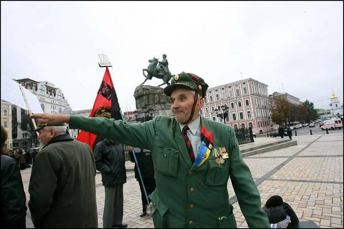 Nazionalismo ucraino: persone diverse, stesse maniere