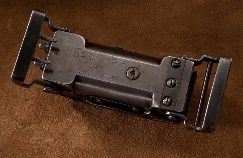 Пряжка — пистолет Луиса Маркуса
