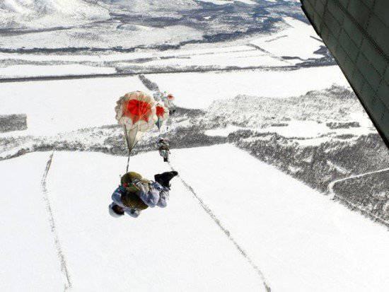 """Une formation de parachutisme a donné lieu à des """"bérets noirs"""" au Kamchatka"""