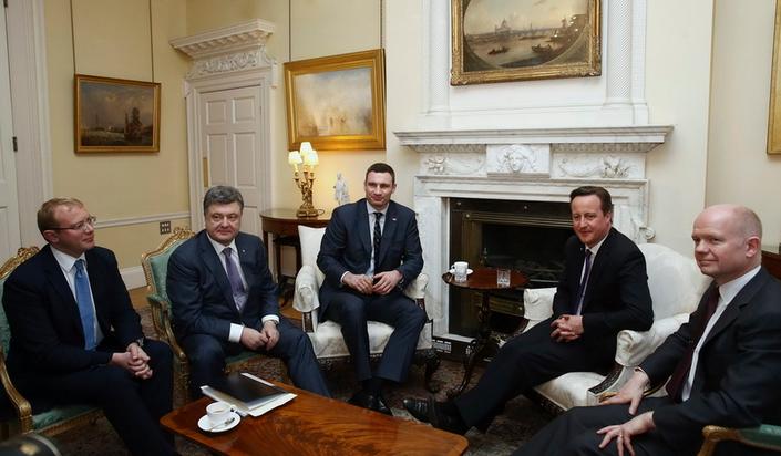 Poroshenko Cameron'a Ukrayna'yı NATO'ya getirme sözü verdi