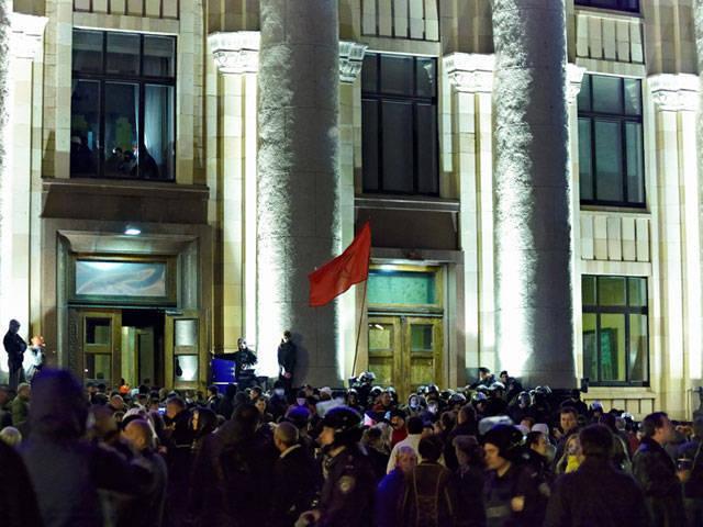 Protestocular, Kharkiv'in bölge yönetiminden ihraç edildi, ortaya çıkan yangın söndürüldü