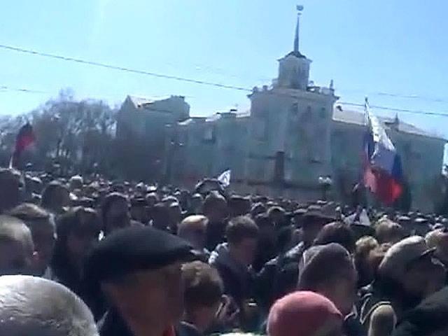 抗议者宣布成立卢甘斯克共和国议会