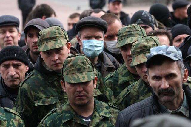 关于卢甘斯克活动人士的方法停止了一列装甲车辆