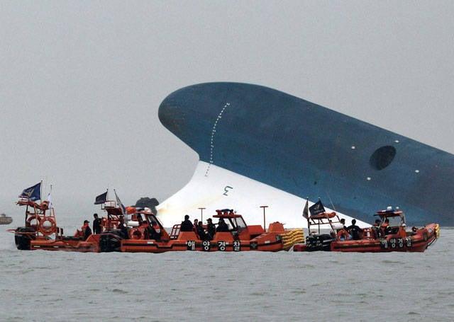 韓国でのフェリー墜落事故:生存者を見つける可能性が低い