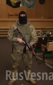 यूक्रेन के एयरबोर्न बलों के 25 डिवीजन के लड़ाकू: अधिकारियों ने कई लोगों को आग लगाने के लिए राइट सेक्टर के उग्रवादियों को आकर्षित किया
