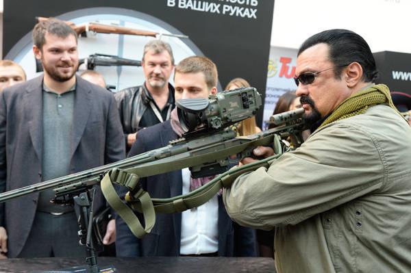 トップ10で撃ちます。 ロシアの武器が流行しています