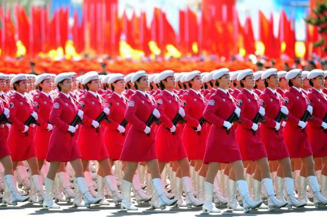 Meninas do exército em diferentes países do mundo