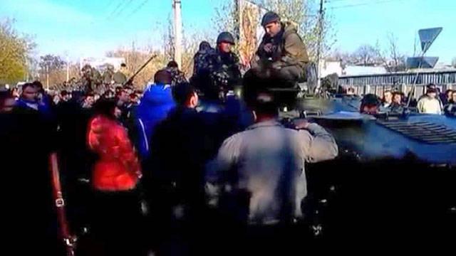 Desconocido intentó desmantelar las barricadas alrededor del ayuntamiento de Kramatorsk