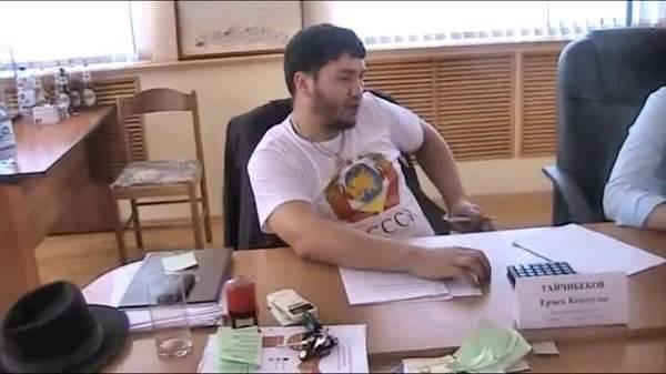 संवाददाता ने येरमेक टेचिबेकोव के साथ बात की, जिन्होंने निप्रॉपेट्रोस क्षेत्र के गवर्नर के लिए एक पुरस्कार की पेशकश की