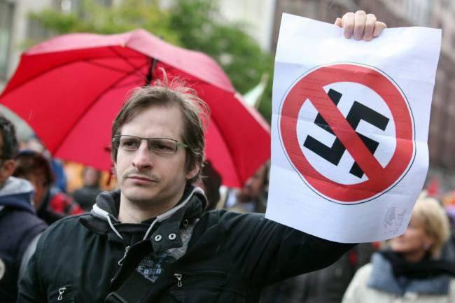 Artigo criminal para a reabilitação do nazismo