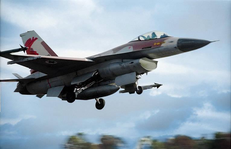 L'armée de l'air israélienne a blessé les Palestiniens 12 en manquant un film d'action