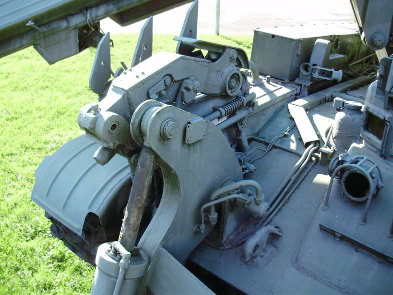Универсальный боец инженерных войск (инженерная машина разграждения ИМР-2)