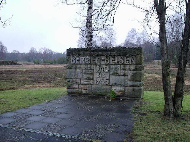 En Basse-Saxe (Allemagne) a commémoré les soldats de l'Armée rouge qui sont morts dans le camp de concentration
