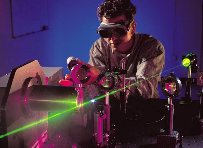 科学者は雨を降らせることができるレーザー機械を発明しました。