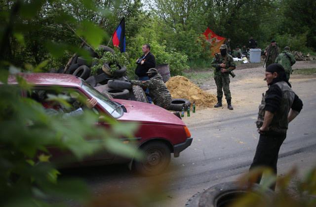 En las afueras de Slavyansk se escucha un fuerte tiroteo