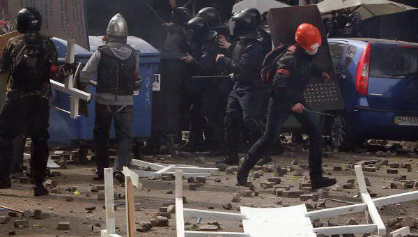 200 사람들이 오데사에서 충돌로 부상 당했고 37이 (가) 사망했습니다.