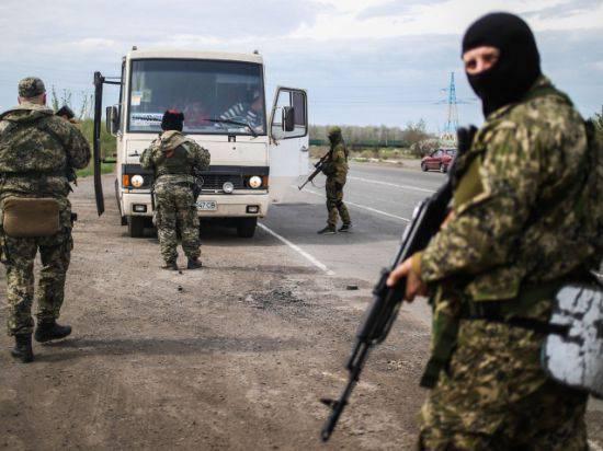 夜に、ウクライナの国家警備隊は、死者と負傷者を介して、何十人に行く、Kramatorskを襲撃しました