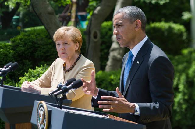 Меркель обама задница