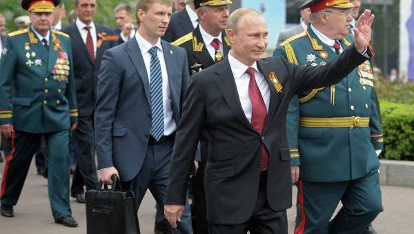 Ministério das Relações Exteriores da Ucrânia protestou, EUA e NATO expressaram insatisfação com a visita de Putin à Crimeia