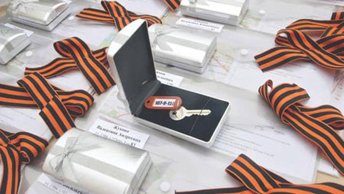 Kırk Kaluga gazileri yeni dairelerin anahtarlarını verdi