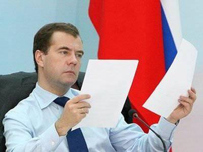 """Medwedew """"schneidet"""" den Staatsapparat um 10%"""