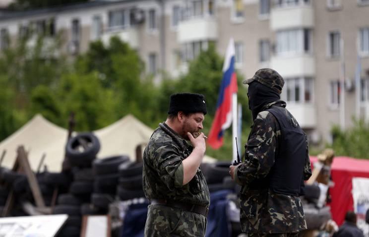 Donetsk'te, ilan edilen DPR milisleri, Ukrayna Ulusal Muhafızlarının bölgesel merkezini işgal etti.