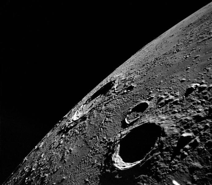 """소련의 """"탐사""""프로그램과 달의 첫 번째 상업 비행"""