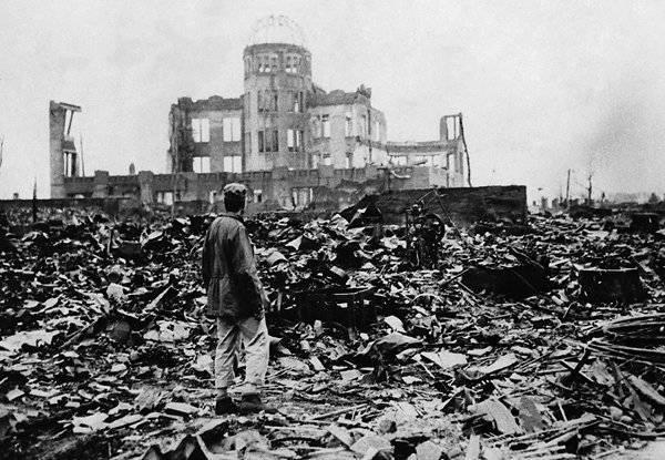 照片。 日本悲剧(来自网站www.peremeny.ru)