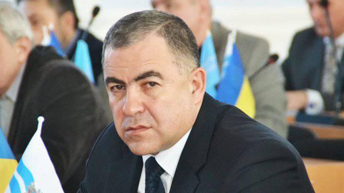 ウクライナの南東 一部の市長は拘留されており、他の市長は郵便で犬の頭から送られています