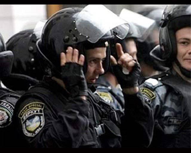 यूक्रेनी बर्कुटोव रूसी दंगा पुलिस बन गया