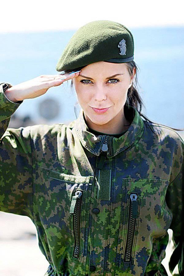 Женщина в военной в форме видео