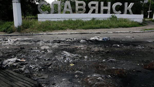 治安部隊はスラビャンスクを砲撃し続け、民間人の死傷者がある