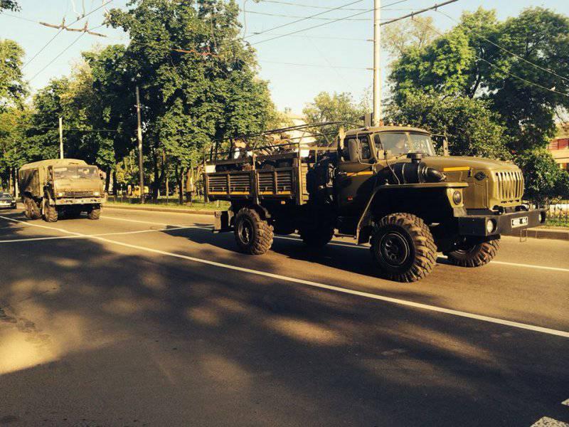 В Донецке ополченцы провозглашенной ДНР заняли региональный штаб Нацгвардии Украины