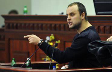 Kündigte eine Belohnung für die Gefangennahme von Kolomoisky und Lyashko an