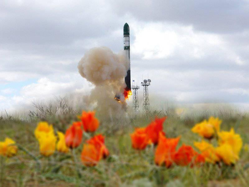 """러시아 - 우크라이나 로켓 """"Dnepr""""이 떠오르는 우주 봉쇄를 돌파했다."""