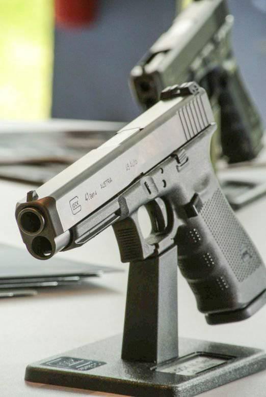 "Glock 41 и малыш Glock 42 на ""EUROSATORY 2014"""