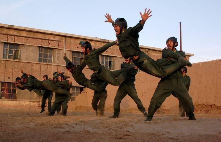 解放军对受过教育的被征募者下注