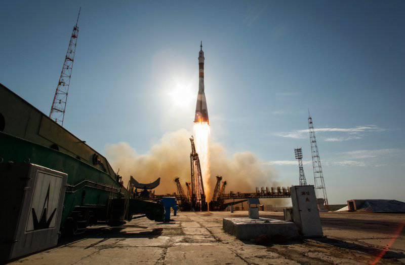 В перспективе России понадобятся Луна и Марс