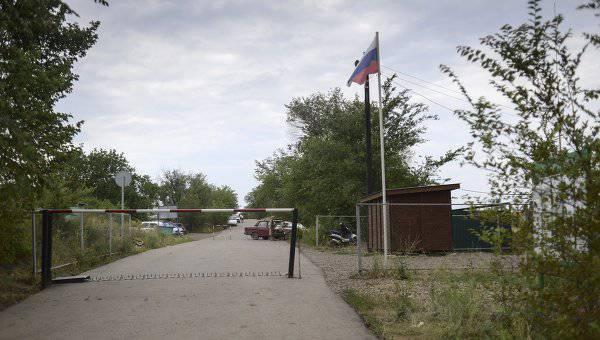 Украинские снаряды повредили два здания российского КПП «Новошахтинск»