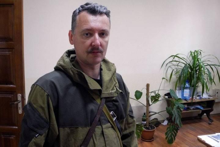 Strelkov के डोनेट्स्क में वापस आने के परिणामों के बाद डोनेट्स्क में विघटन जारी रहा।